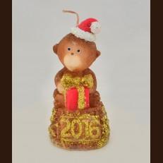 Обезьяна на пядестали с подарком (мишка) (5х10 см)